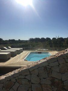 Piscina idromassaggio e area solarium